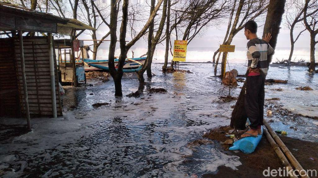 Gelombang Tinggi Terjang Pantai Kulon Progo, Nelayan Libur Melaut