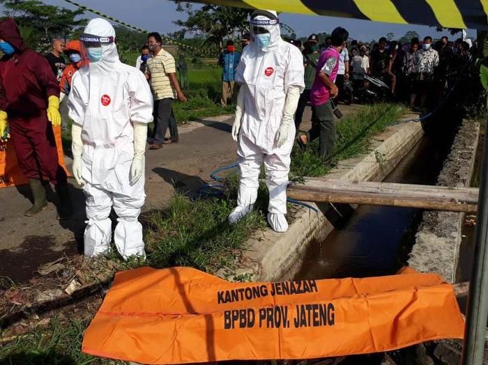 Penemuan mayat perempuan di saluran irigasi Kecamatan Bawang, Banjarnegara, Rabu (27/5/2020).
