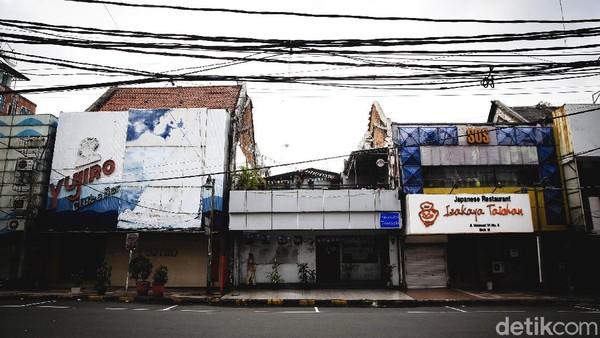Sejumlah restoran Jepang yang berada di kawasan itu tampak tutup imbas diterapkannya PSBB Jakarta guna mencegah penyebaran virus Corona.
