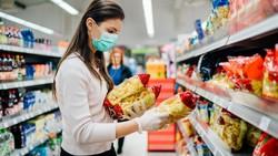 5 Cara Aman Belanja Bahan Makanan, Perlukah Pakai Sarung Tangan?