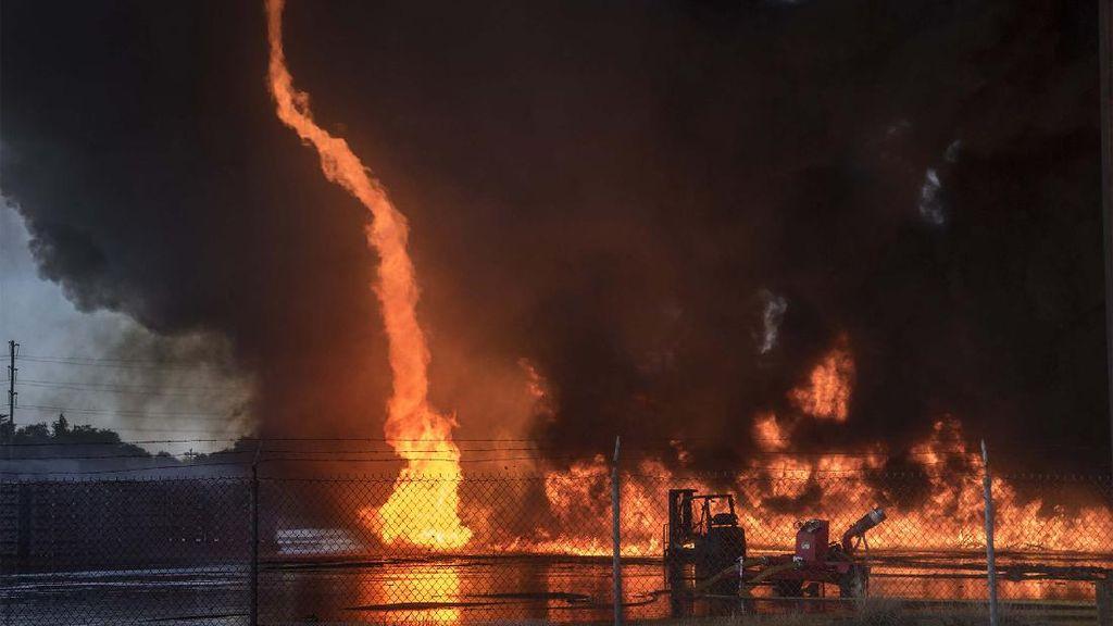 Kebakaran di Pabrik Tomat, Ribuan Palet Plastik Ludes Terbakar