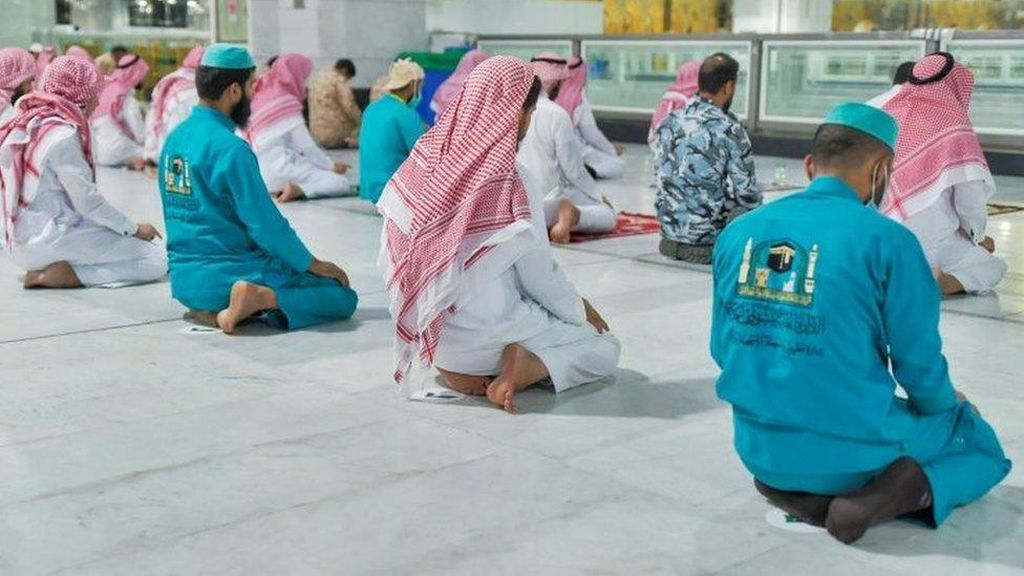 Arab Saudi Izinkan Salat Berjemaah di Masjid Mulai 31 Mei, Kecuali Mekah