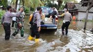 Banjir Rob Terjang Pesisir Selatan Tulungagung, Puluhan Rumah Terendam