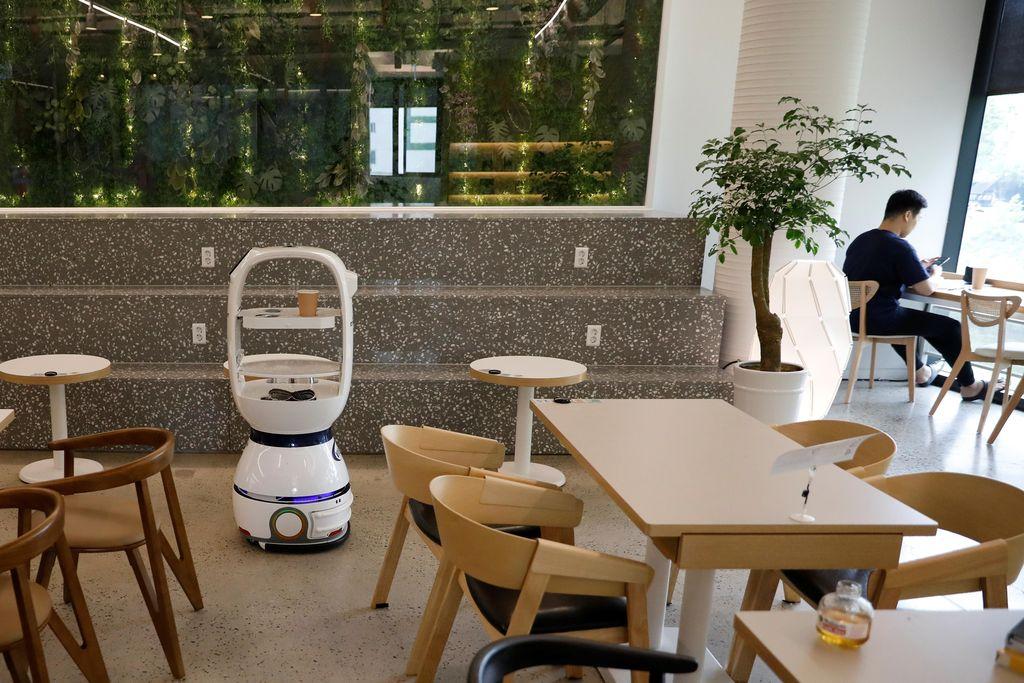 robot di kafe korea selatan