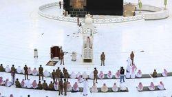 Masjid di Mekah Mulai Dibuka Kembali, Bagaimana Nasib Umrah?