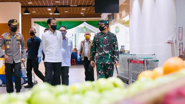 Presiden Jokowi mengecek persiapan new normal di stasiun MRT dan Summarecon Mall Bekasi