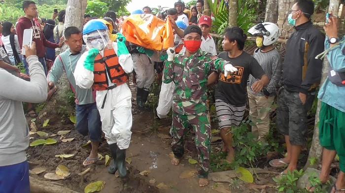 Pencarian Jenazah Warga yang Hilang di Sungai Mapili (