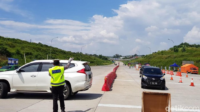 Suasana penyekatan di Tol Kalikangkung Rabu (27/5/2020)