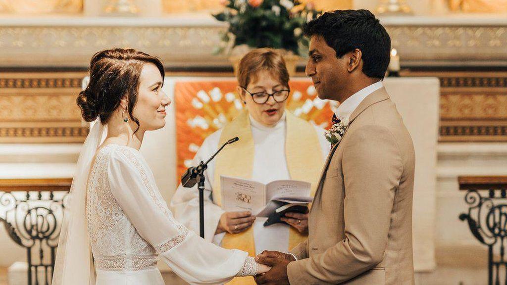 Sempat Batal karena Corona, Dokter dan Perawat Ini Akhirnya Menikah di RS