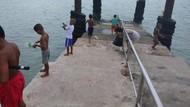 Potret Kebahagiaan Anak-Anak di Pantai Rawai