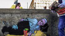Ada Mural Paus Fransiskus Jadi Pengemis di Milan, Jubahnya Compang-camping