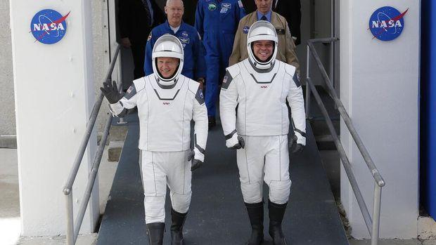 NASA dan SpaceX menunda peluncuran roket yang membawa dua astronaut dari Amerika Serikat ke ISS. Cuaca buruk menjadi penyebab penundaan peluncuran.