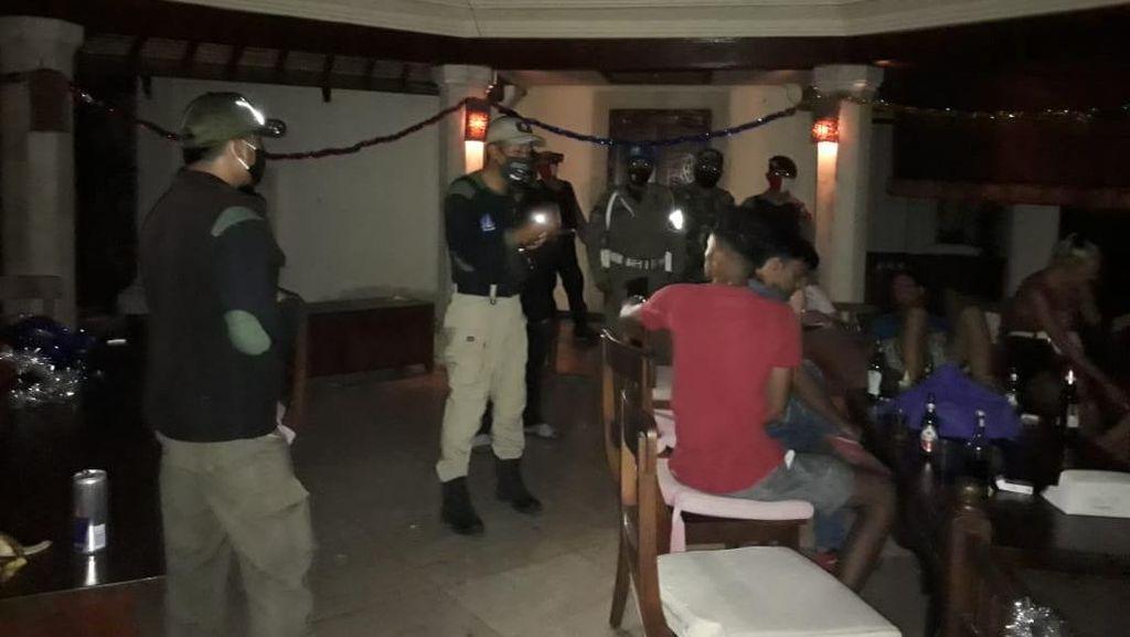 Gelar Party Saat Pandemi Corona, Bule di Bali Dibubarkan Satpol PP