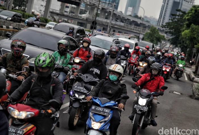 DKI Jakarta beberapa kali disinggung pemerintah sebagai provinsi yang paling memenuhi syarat untuk menerapkan tatanan kehidupan normal baru atau new normal.
