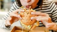 5 Cara Makan Ini Ungkap Kepribadian Seperti dalam Drakor Dinner Mate