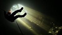 Selain itu juga banyak cerita mistis yang menyelimuti gua ini seperti tentang penjelajah yang hilang setelah menyusuri gua yang masih alami ini. Namun pada tahun 1990-an warga sekitar gua menggelar doa bersama di tempat tersbeut. Sejak saat itu, tidak ada lagi cerita atau kejadian mistis lain yang timbul disana. Istimewa/@dadayrahmat/jejakpiknik.com