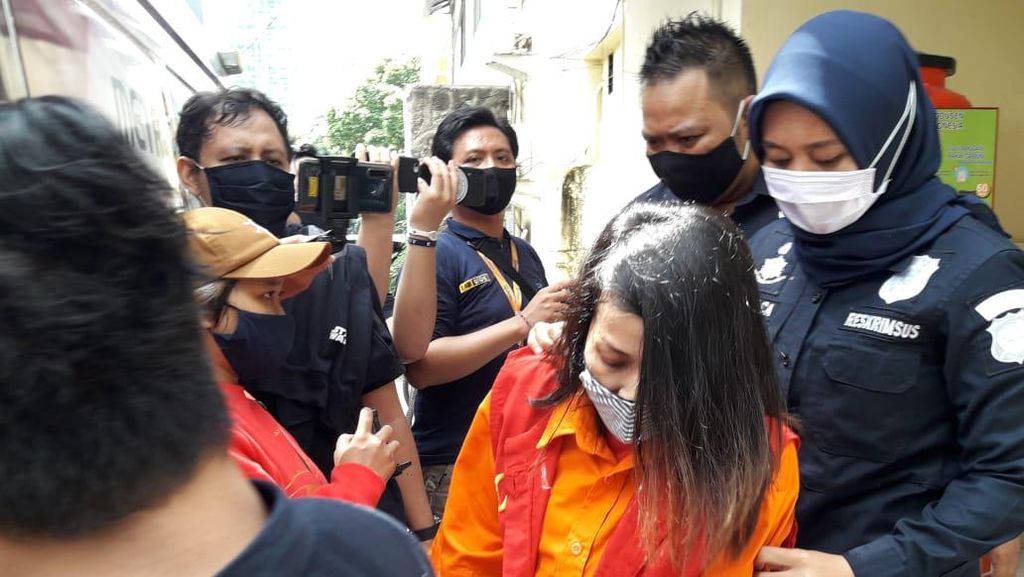 Benci Marta Sari Sebar Video Syur Hoax Syahrini Berujung Tahanan Polisi