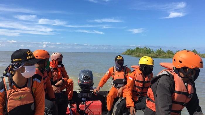 Proses pencarian warga yang hilang di Sungai Mapilli. (Dok. Basarns Mamuju)