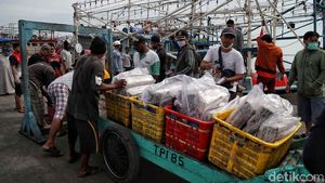 Semangat Nelayan di Tengah Pandemi COVID-19