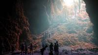 Dan sebelum adanya pandemi COVID-19, gua tersebut sudah ramai oleh turis lokal maupun turis asing bahkan banyak acara dari berbagai negara dunia yang berlatar belakang gua indah ini. Istimewa/@vivi_w91/jejakpiknik.com