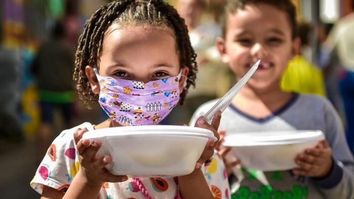 Hasil studi dari Save the Children dan UNICEF mengemukakan konsekuensi ekonomi akibat pandemi mendorong 86 juta anak terperosok ke dalam kemiskinan pada akhir 2020.
