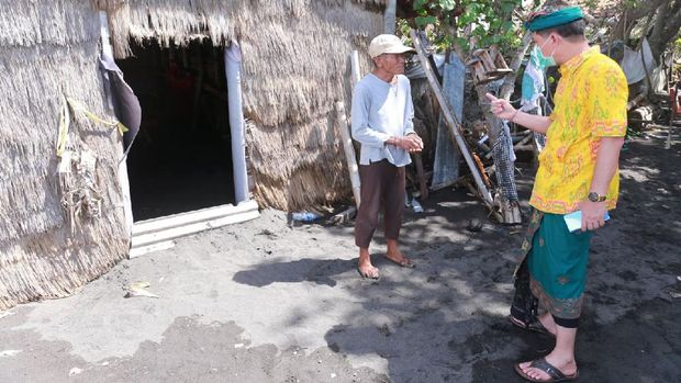 Tambak Garam di Klungkung Bali Rusak Diterjang Ombak