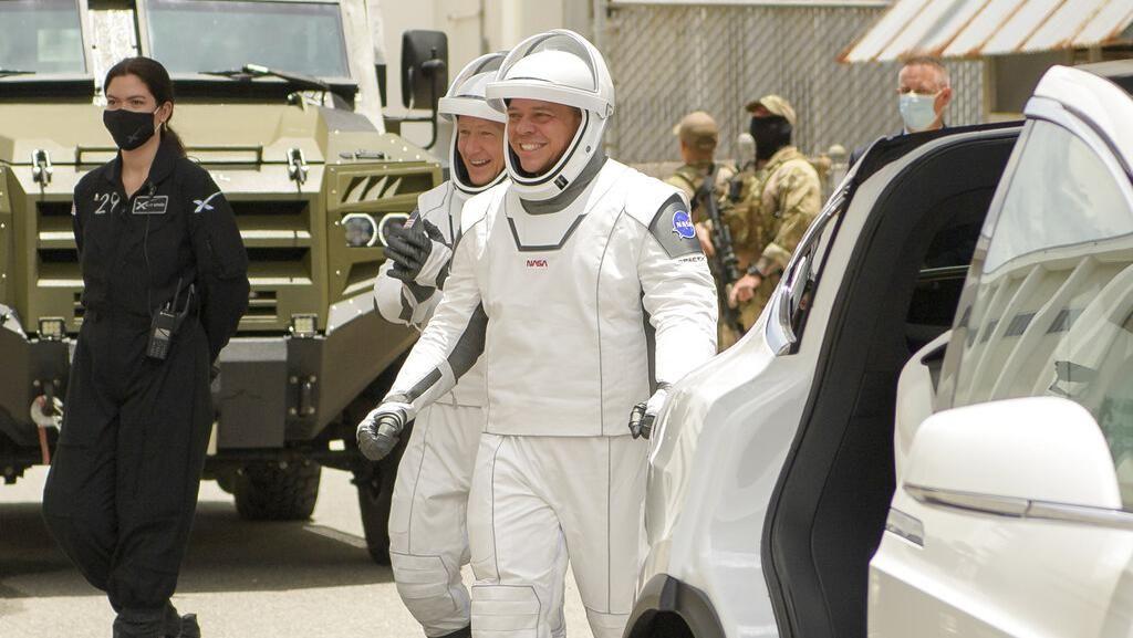 Elon Musk Buat Baju Astronaut NASA SpaceX, Gandeng Desainer Kostum Avengers