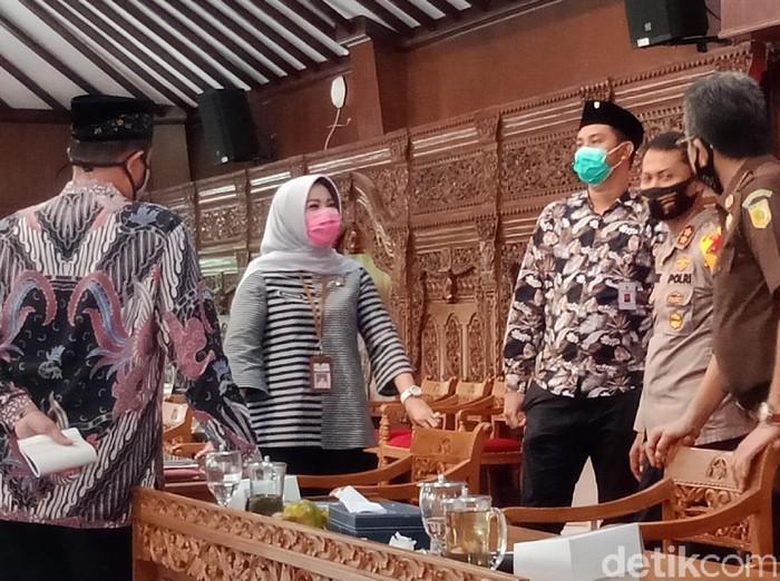 Bupati Klaten Sri Mulyani berbincang dengan Forkompinda membahas new normal, Kamis (28/5/2020).
