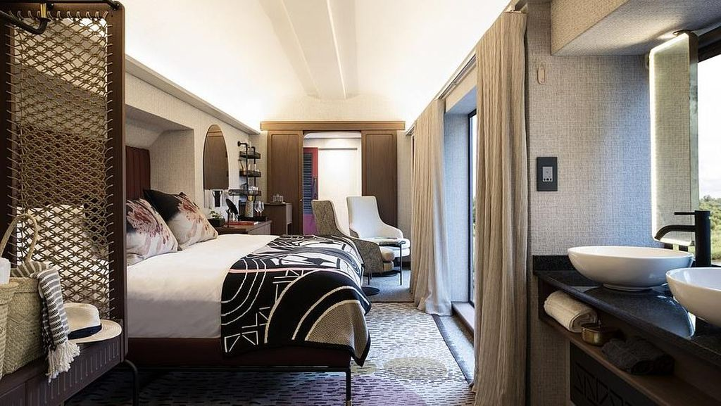 Hotel Keren dari Gerbong Kereta di Afrika, Lokasinya di Atas Jembatan