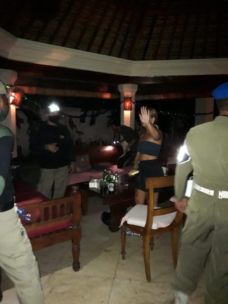 Satpol PP membubarkan private party yang digelar oleh warga asing di Bali. (Foto:Istimewa)