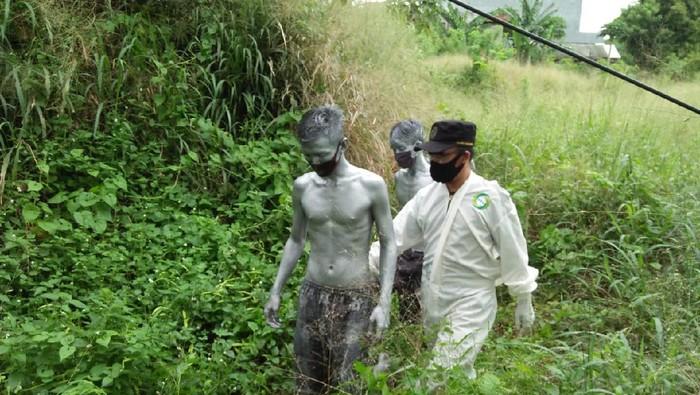 Manusia Silver diamankan di semak-semak