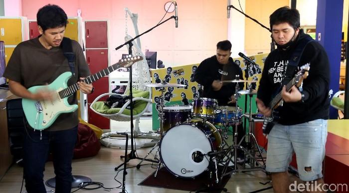 AIB Band
