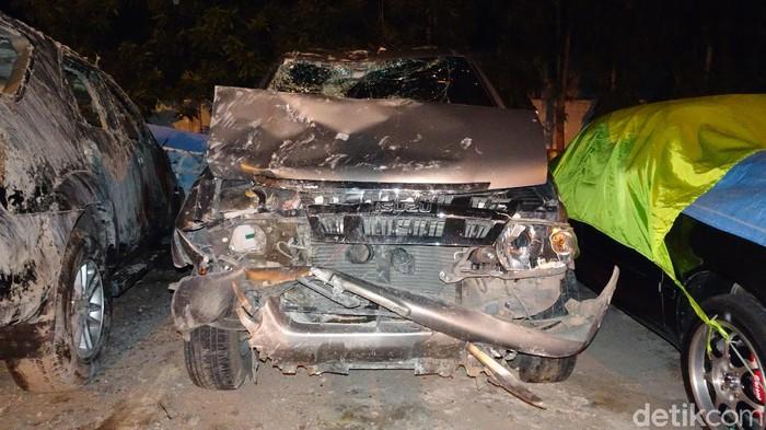 Kondisi mobil Kapolsek Rembang yang tabrak rumah dan tewaskan dua penghuninya