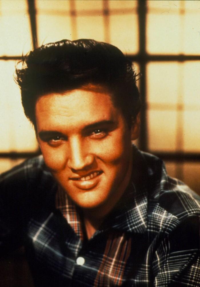 044629 45: Singer Elvis Presley poses for a studio portrait. (Photo by Liaison)
