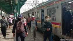Belum Juga New Normal Berlaku, Stasiun Manggarai Sudah Ramai