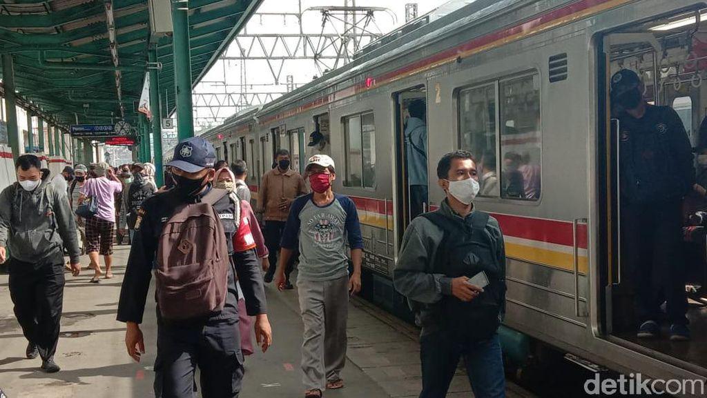 Simak Guys! Seluk-beluk KRL Saat PSBB Transisi Jakarta