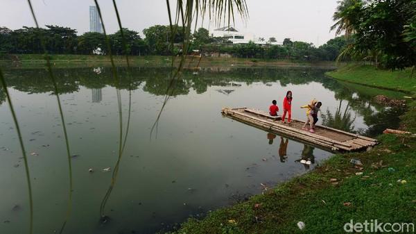 Situ ini tepatnya berada di kawasan Pondok Aren, Tangerang Selatan.