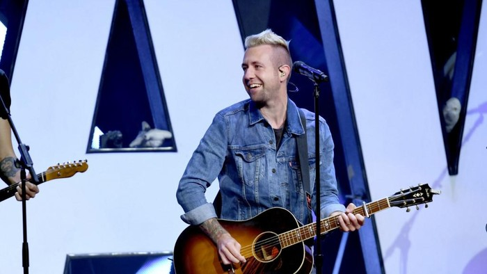 NASHVILLE, TN - MAY 28: Jon Steingard of Hawk Nelson performs onstage at the 5th Annual KLOVE Fan Awards at The Grand Ole Opry on May 28, 2017 in Nashville, Tennessee.   Jason Davis/Getty Images for KLOVE/AFP