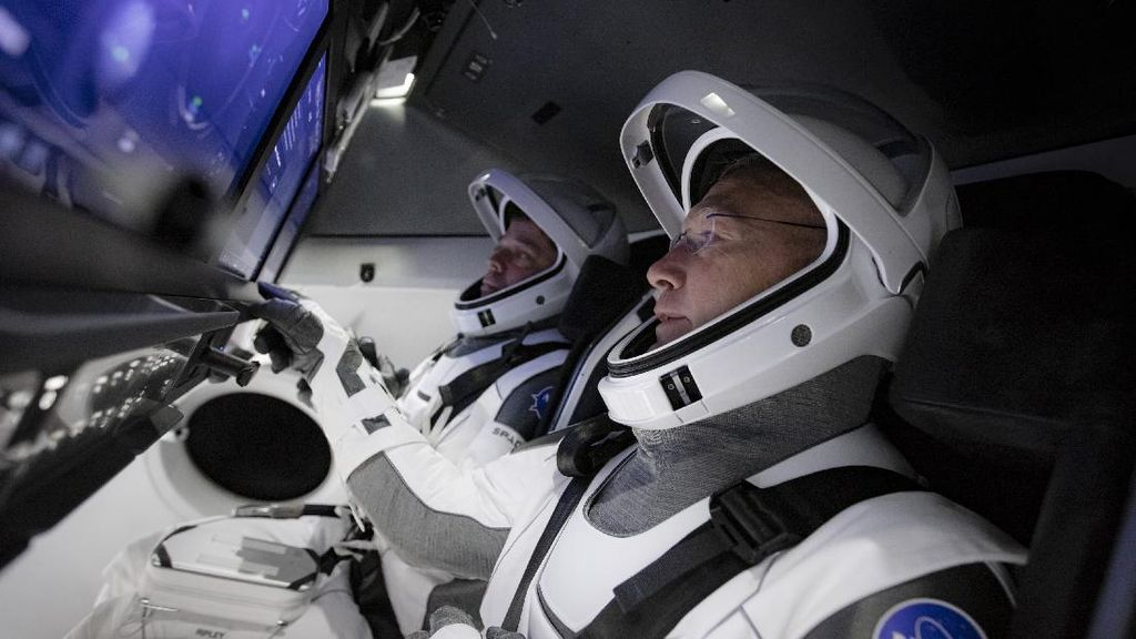 Seperti Apa Isi Kabin Pesawat Luar Angkasa SpaceX? Begini Penampakannya