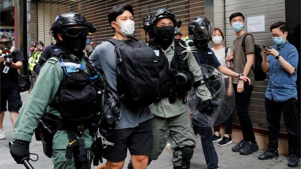 Polisi Hong Kong Tangkap 300 Orang dalam Demo RUU Lagu Kebangsaan China