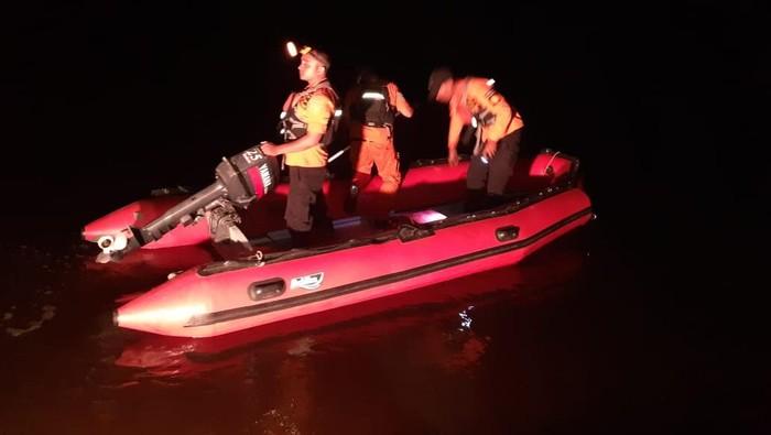 SAR Banda Aceh mencari 4 orang yang tenggelam di Pantai Suak Timah, Aceh Barat