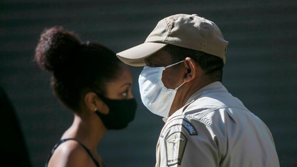 Tolak Pakai Masker di Pesawat, 2 Warga Kanada Didenda Rp 14 Juta