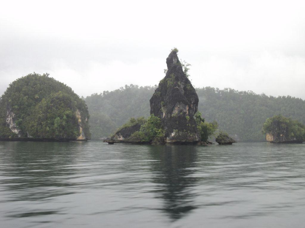 Batu Raja, situs telur ajaib di Raja Ampat