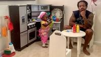 Gemas! Bocah 2 Tahun yang Buka Restoran Ini Dapat Kritik Sang Ayah