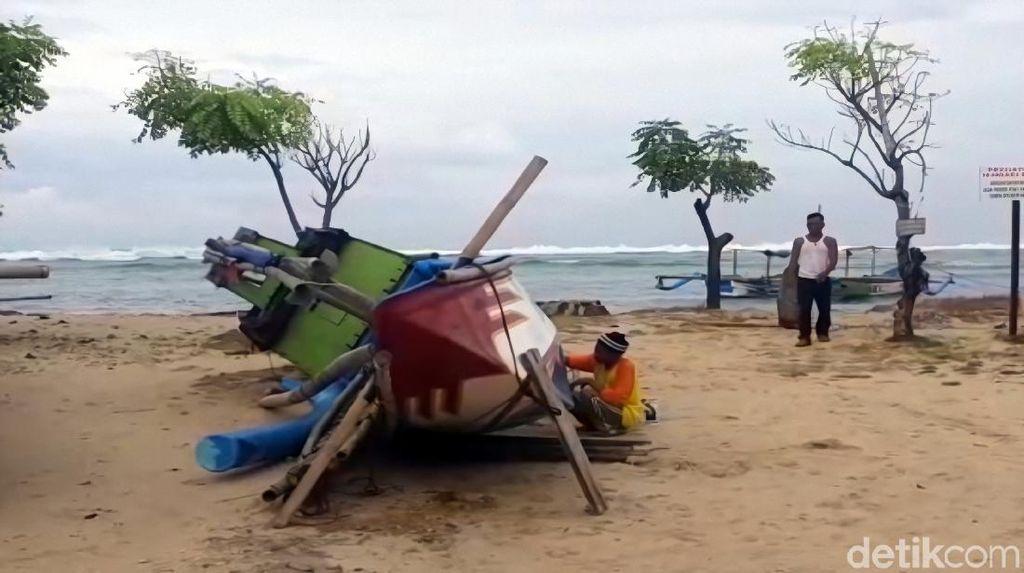 Gelombang Tinggi, Ribuan Nelayan di Sukabumi Terpaksa Tak Melaut