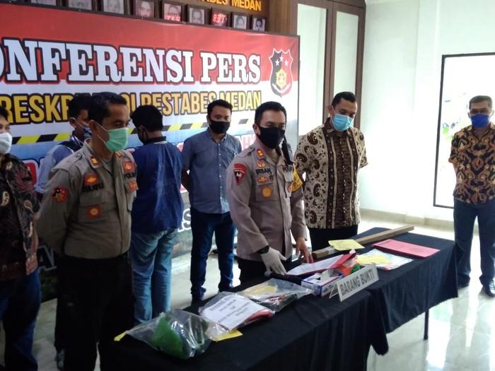 Konferensi pers penikaman pria hingga tewas di Medan (Datuk Haris-detikcom)