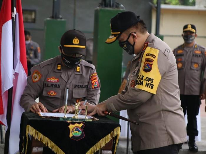 Kapolda NTB Irjen M Iqbal dalam sertijab Karo SDM Polda NTB, Dirreskrimsus Polda NTB, dan Polres Lombok Tengah (dok. Istimewa)