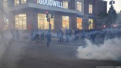 Kemarahan Warga Atas Kematian George Floyd Memuncak, Kantor Polisi Terbakar