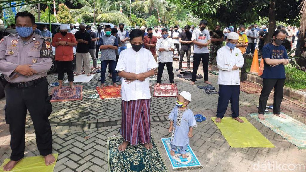Sejumlah Masjid di Bekasi Kembali Gelar Salat Jumat, Warga: Alhamdulillah
