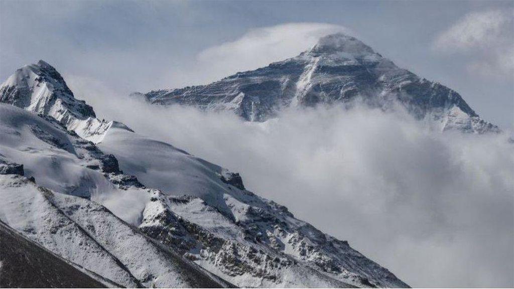 Tim China Daki Gunung Everest, Satu-satunya Pendaki di Tengah Pandemi Corona